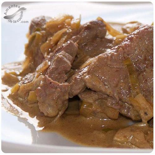 Carne de res picada en salsa de curry