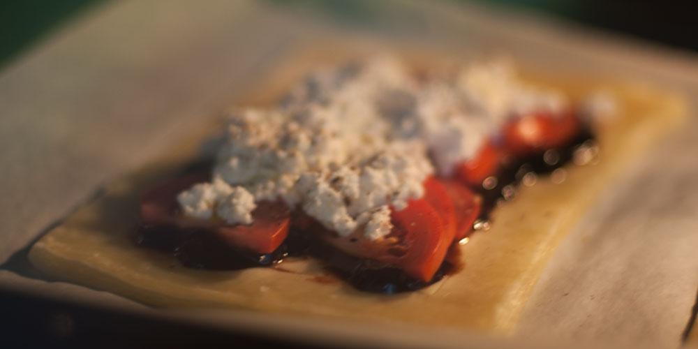 Pastelitos de hojaldre con tomate y queso de cabra 2