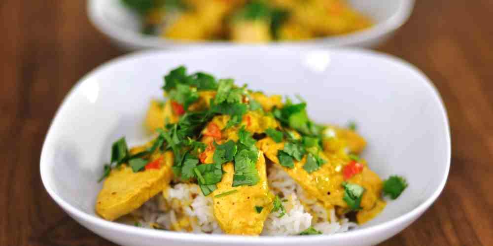 Pavo al curry y jengibre sobre arroz basmati
