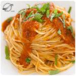 Espaguetis con salsa de tomate casera