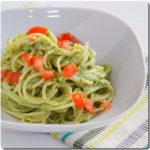 Espaguetis con salsa de brócoli (brécol) tipo pesto