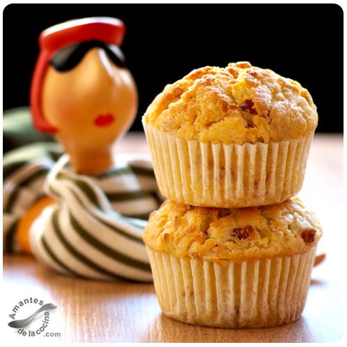 Muffins de puerro, tocineta y queso Cheddar