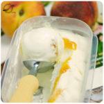 Helado de yogurt con melocotón