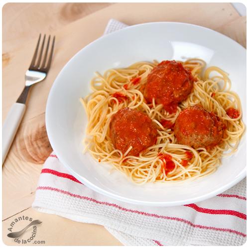 Albóndigas de carne en salsa de tomate 2
