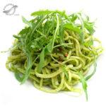 Espaguetis con pesto de rúcula