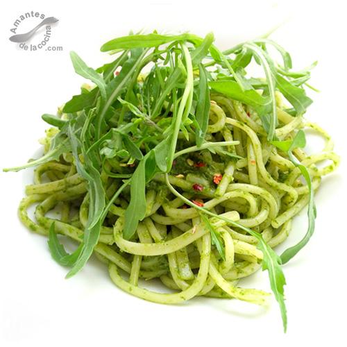 Espaguetis con pesto de r cula amantesdelacocina - Como se hace la salsa pesto para pasta ...