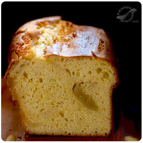 Pan de brioche relleno de almendras