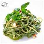 Espaguetis con pesto de berro